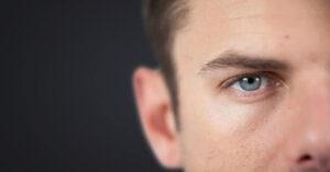 Wie verhalten sich eifersüchtige Männer?