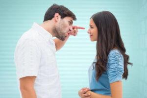 sehr ausgeprägte emotionale Reaktion bei Eifersucht von Männern